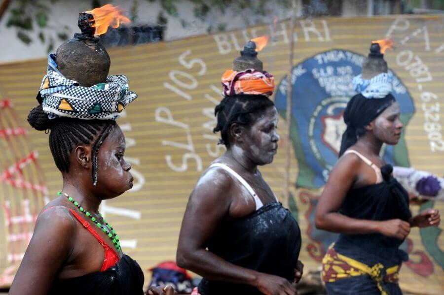 женщины африканской деревни