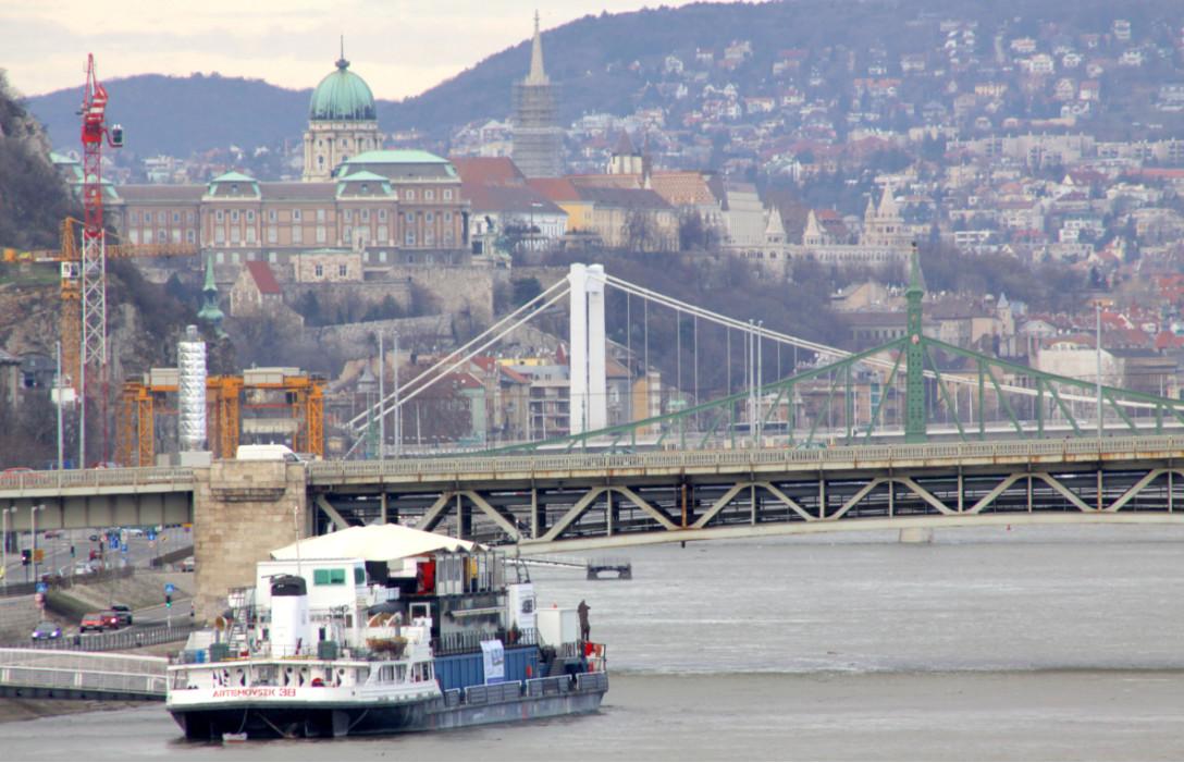 вид с реки на Будапешт