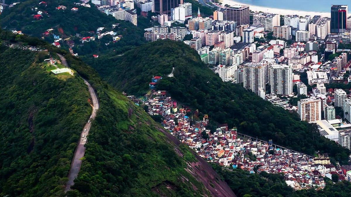 путь к статуи Христа Спасителя в Рио-де-Жанейро
