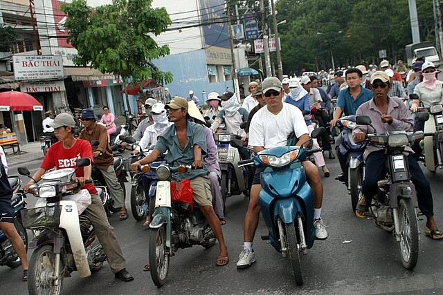 движение на улицах Ханоя
