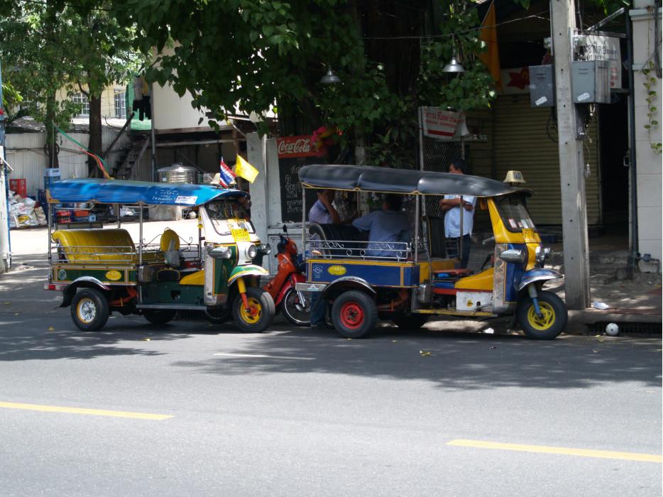 тук-туки на улицах Бангкока
