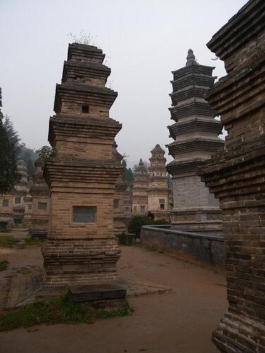 пагоды древнего китайского монастыря