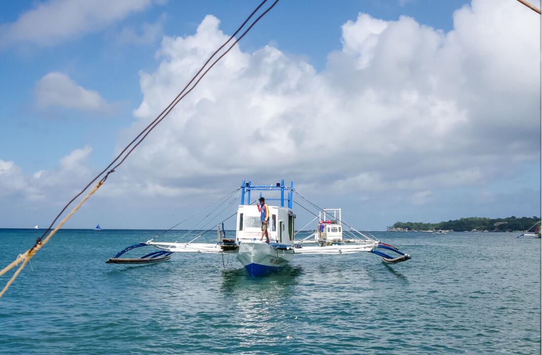 переплываем на лодке из Катиклана на Боракай