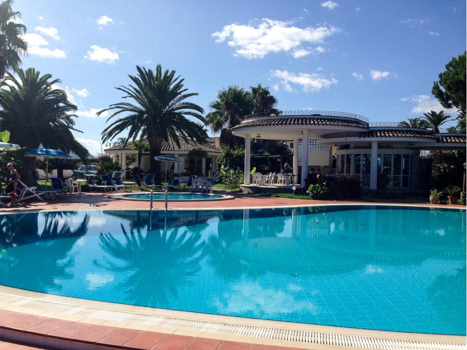 бассейн отеля в Капо-Ватикано