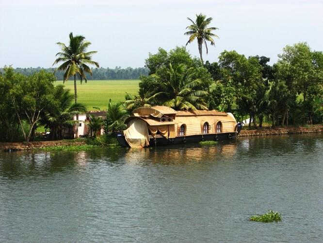 индийский дом на воде, штат Керала