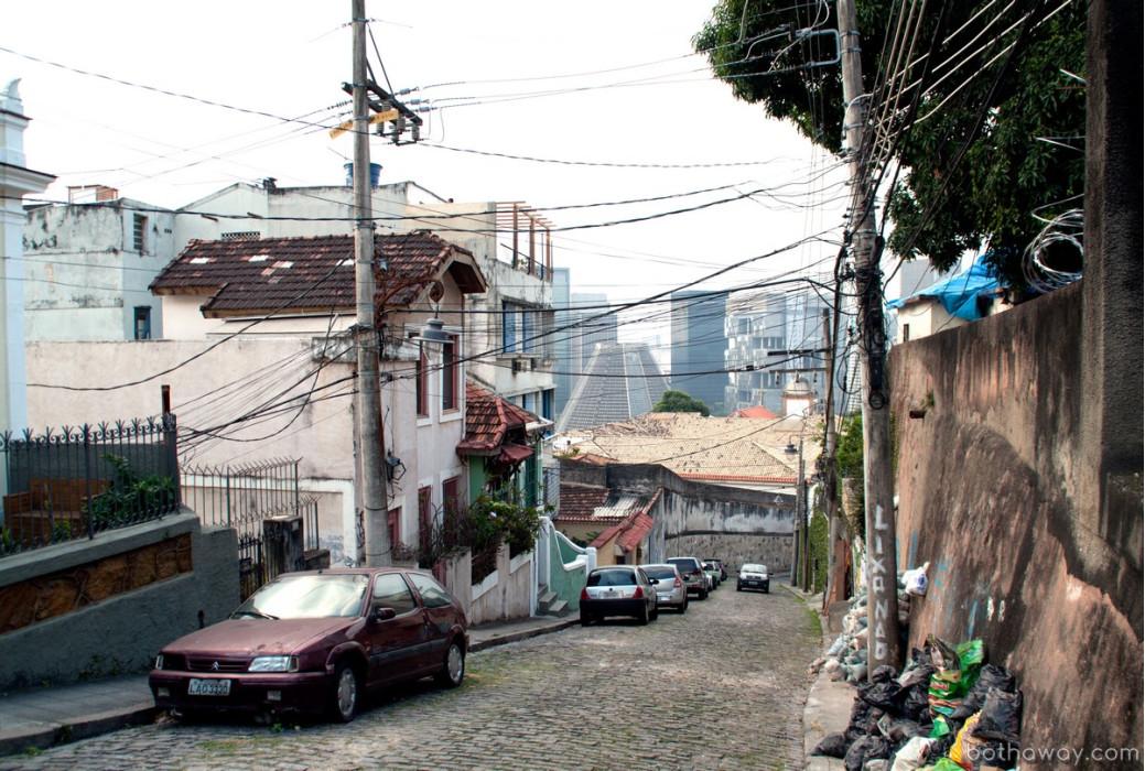 Не фавела, но бедный район в центре Рио